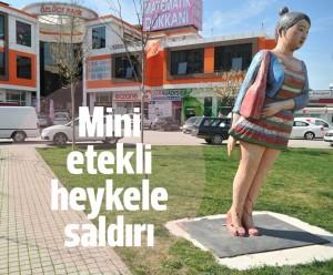 Samsun'daki Mini Etekli Kadın Heykeli