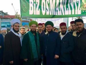 Bunlar da Osmanlı'yı geri isteyenler. Sormak lâzım hangi Osmanlı?